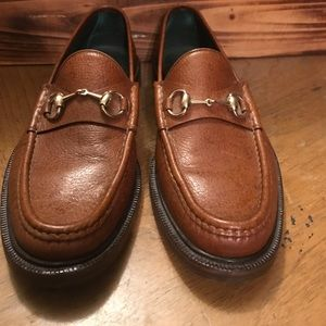 GUCCI MEN'S BROWN LEATHER ICONIC HORSE BIT LOAFERS